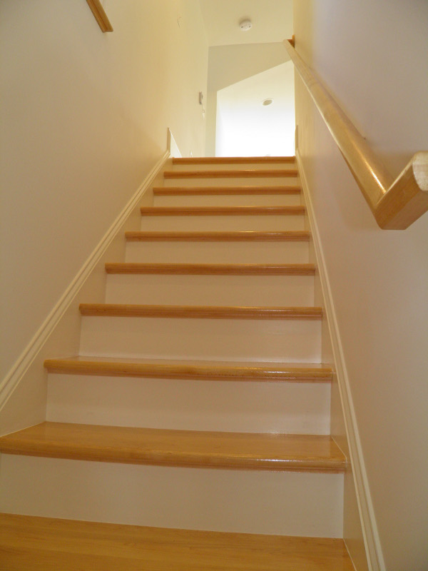 Perfect Custom Oak Stair With Maple Handrail
